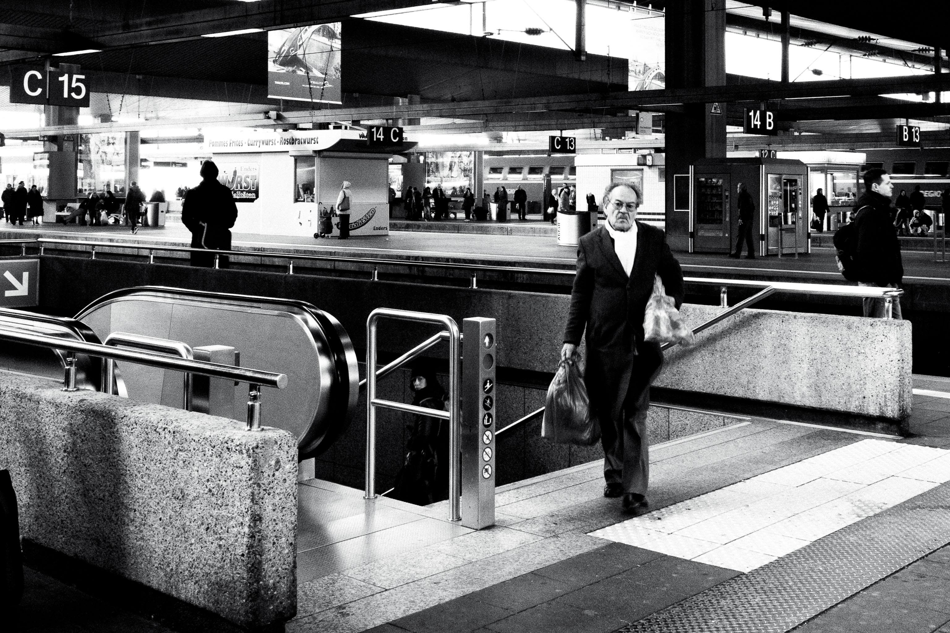 Sven-Michael---S-2013--6-[waiting-for-the-train]---©-Sven-Michael-Golimowski.jpg